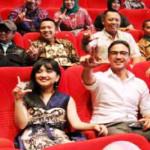 Gubernur Lampung M Ridho Ficardo tonton pemutaran perdana Film Trinity The Nekad Traveler