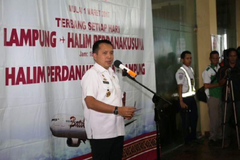 Gubernur Lampung M Ridho Ficardo pada pembukaan Rute Perdana Batik Air member of Lion Air Group, di Bandara Raden Intan II, Lampung Selatan, Rabu 01 Maret 2017.