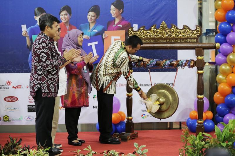 Gubernur Lampung M Ridho Ficardo buka pameran Wisata Garuda Indonesia Travel Fair (GATF) Phase I 2017 di Mal Boemi Kedaton (MBK), Bandar Lampung, Jumat 10 Maret 2017.