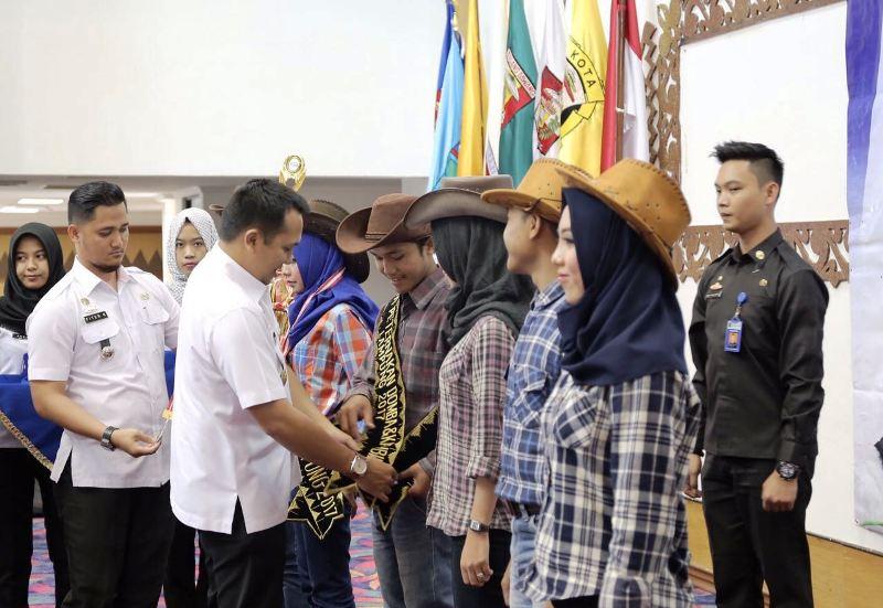 Gubernur Lampung M Ridho Ficardo saat melantik HPDKI Provinsi Lampung Periode 2017-2022 di Balai Keratun, Rabu 08 Maret 2017.