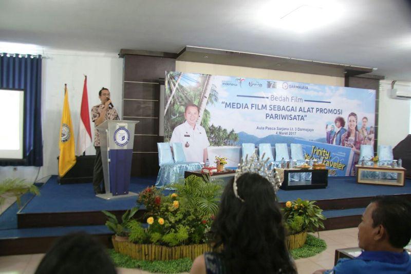 Kepala Dinas Pariwisata Provinsi Lampung Budiharto saat memberi sambutan pada acara Bedah Film Trinity, The Nekad Traveler, di Aula Pascasarjana IBI Darmajaya, Sabtu 04 Maret 2017.