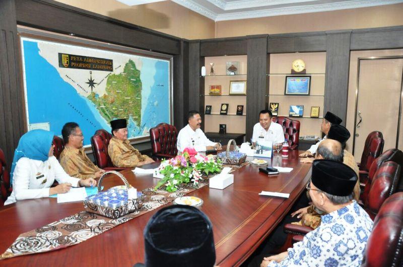 Gubernur Lampung M Ridho Ficardo saat menerima kunjungan Pimpinan Wilayah Muhamadiyah di ruang kerja Gubernur Lampung, Rabu 1 Maret 2017.
