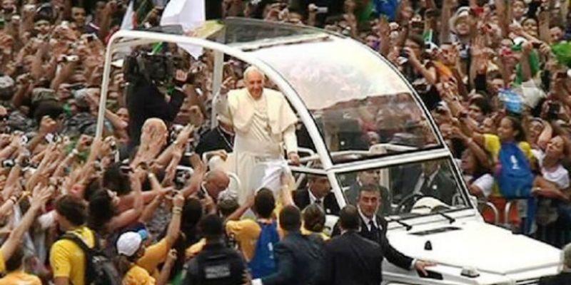 Paus dianggap menyuarakan sikap yang sangat berbeda dibanding pendahulunya. Foto : BBC