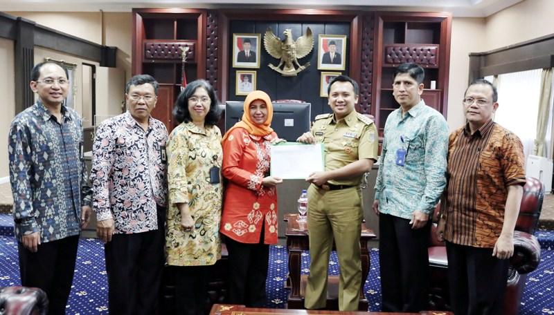 Gubernur Lampung M  Ridho Ficardo telah menyampaikan SPT Tahunan Tahun 2016 secara E-Filing disaksikan oleh Kakanwil DJP Bengkulu dan Lampung Ema Sulistyowati dan jajaran di ruangan Gubernur Selasa 21 Maret 2017.