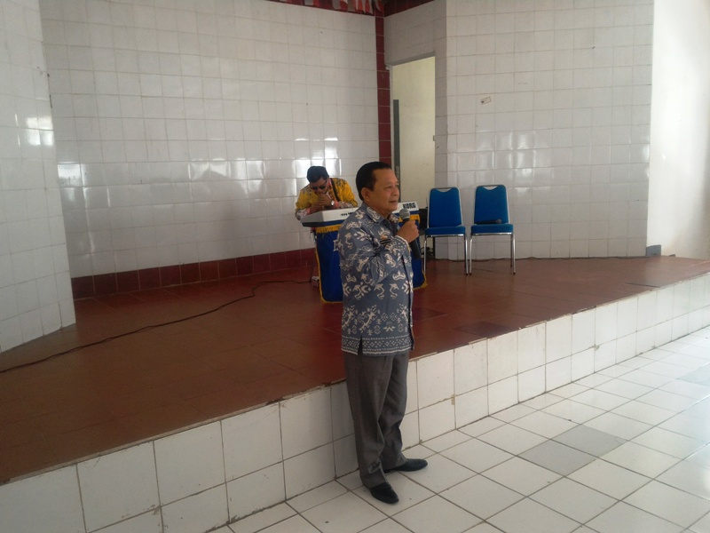 Kepala Dinas Sosial Provinsi Lampung Sumarju Saeni pada acara pertemuan silahturahmi dengan para penyandang disabilitas netra di Panti Rehabilitasi Sosial Penyandang Skalabilitas (PRSPS) Indra Kesuma di aula utama PRSPS indra Kesuma di Jalan Pramuka No. 48 Kemiling Bandar Lampung, Kamis 30 Maret 2017.