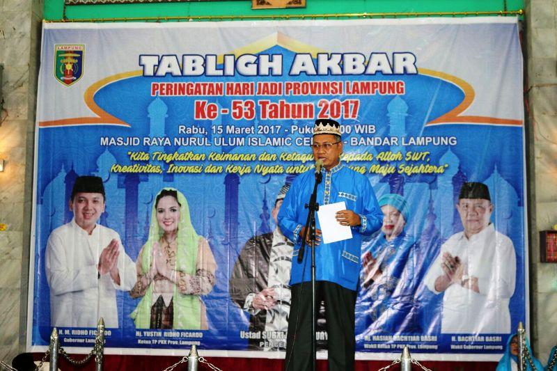 Sekretaris Daerah Provinsi Lampung Sutono saat memberikan sambutan pada acara Tabligh Akbar dalam Rangka Peringatan HUT ke- 53 Provinsi Lampung, di Masjid Raya Nurul Ulum Islamic Center Bandar Lampung, Rabu 15 Maret 2017.
