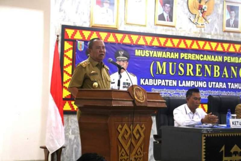 Wakil Gubernur Lampung Bachtiar Basri saat membuka Musrenbang RKPD Tahun 2018 di Aula Tapis Pemerintahan Kabupaten Lampung Utara, Senin 13 Maret 2017.