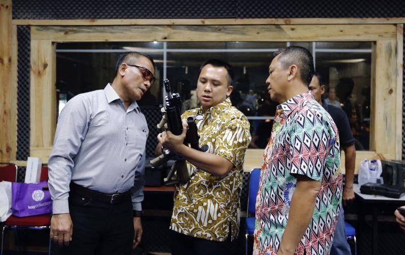 Gubernur Lampung M Ridho Ficardo (tengah) bersama Komandan Koorps Marinir, Mayjen Bambang Suswanto (kiri) dan Kapolda Lampung Irjen Sudjarno.