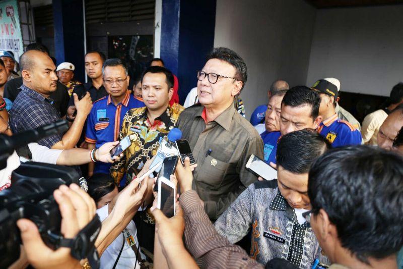 Mendagri Tjahjo dalam wawancaranya dengan media usai membuka Kejurnas Karate Piala Mendagri, di GOR Saburai, Bandar Lampung, Jumat 24 Maret 2017.