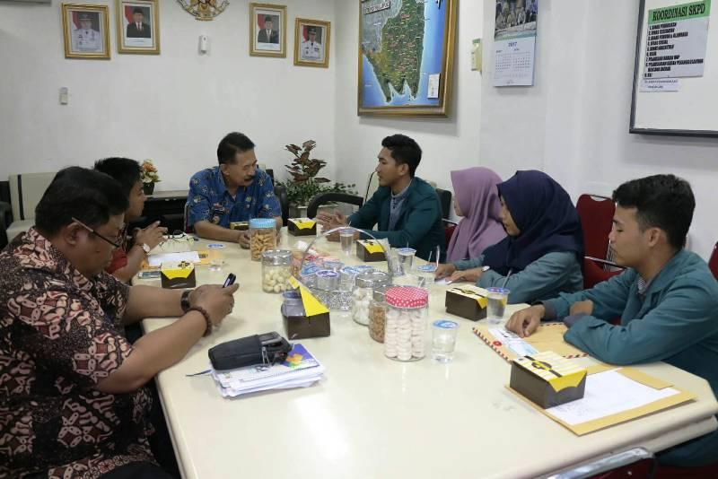 Asisten Bidang Pemerintahan dan Kesra Heri Suliyanto saat menerima Audiensi Himpunan mahasiswa Jurusan Matematika (HIMATIKA) Fakultas MIPA Universitas Lampung di ruang rapat Asisten Bidang Pemerintahan Dan Kesra, Jumat 28 April 2017.