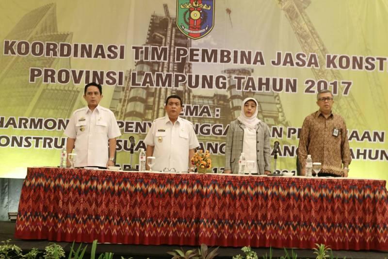 Asisten Bidang Ekonomi Pembangunan Adeham (dua dari kiri) pada saat Rapat Koordinasi Tim Pembina Jasa Konstruksi Provinsi Lampung Tahun 2017, di Hotel Emersia Bandar Lampung, Rabu 12 April 2017.