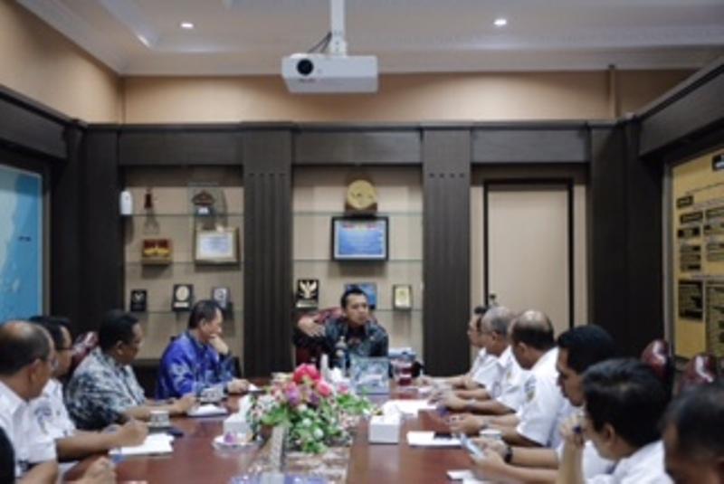 Audiensi PT. Kereta Api Indonesia (PT.KAI) yang dipimpin oleh Direktur Komersial PT. KAI Pusat (Bandung) Muhammad Kuncoro Wibowo dan Direktur Operasi PT. KAI Pusat (Bandung) Slamet Suseno, di Ruang Kerja Gubernur, Kamis 06 April 2017.