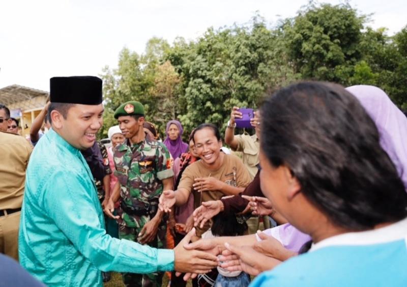 Gubernur Lampung M. Ridho Ficardo mendapatkan sambutan hangat dari warga Desa Simpang Mesuji, Kabupaten Mesuji, Selasa 11 April 2017.