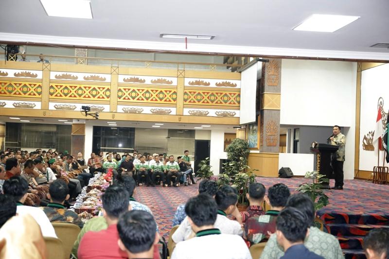 Gubernur Lampung M Ridho Ficardo saat menghadiri Orasi Ilmiah Kepala Kepolisian RI Jenderal Tito Karnavian dalam acara Pelantikan BADKO HMI Sumatera Bagian Selatan, di Balai Keratun Jumat malam 07 April 2017.