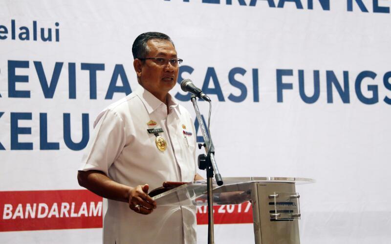 Sekretaris Daerah Provinsi Lampung Sutono saat membuka Rapat Koordinasi Pembangunan Keluarga dalam rangka peningkatan ketahanan dan kesejahteraan keluarga melalui revitalisasi fungsi-fungsi keluarga di Hotel Novotel, Rabu 12 April 2017.