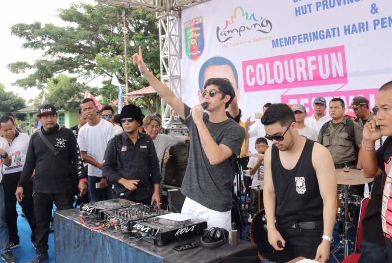 DJ Alghazali pada Colourfun Festival Nasional di Lapangan Saburai, Minggu 07 Mei 2017.