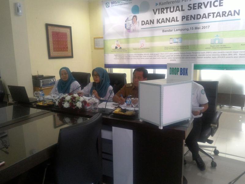 Kepala BPJS Kesehatan Cabang Utama Bandar Lampung, Sofyeni (tengah).