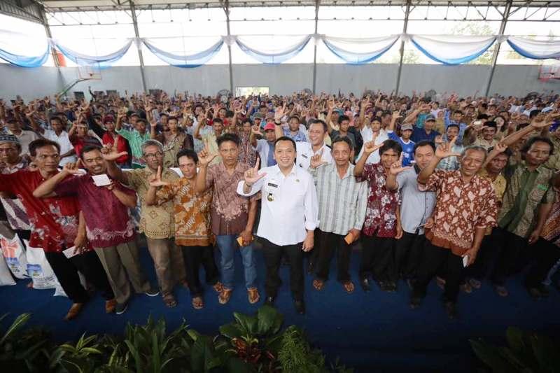 Gubernur Lampung M. Ridho Ficardo bersama masyarakat Kabupaten Pringsewu di GOR Mini, kabupaten setempat, Rabu 17 Mei 2017.