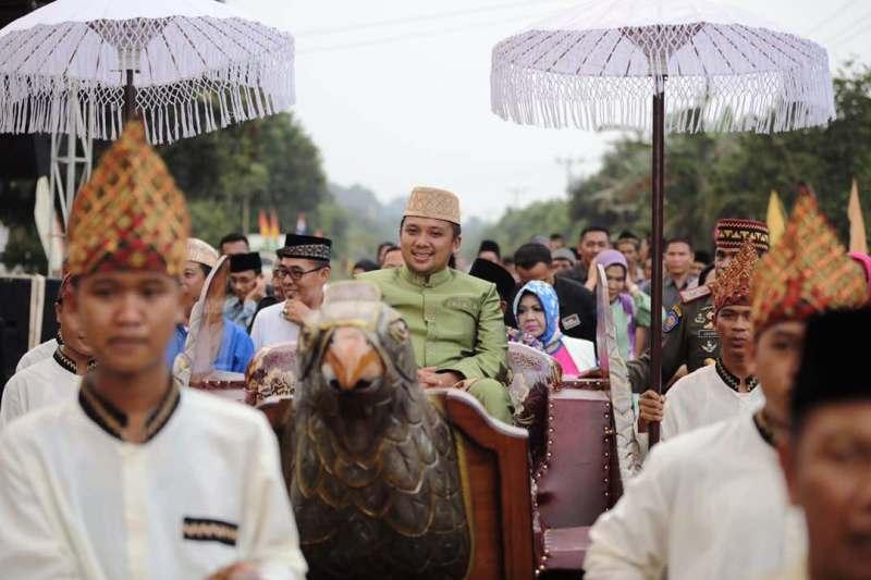 Gubernur Lampung M Ridho Ficardo di Nuwo Adat Keratuan Melinting, Desa Nibung, Kecamatan Gunung Lampung Timur, Sabtu 20 Mei 2017 sore.