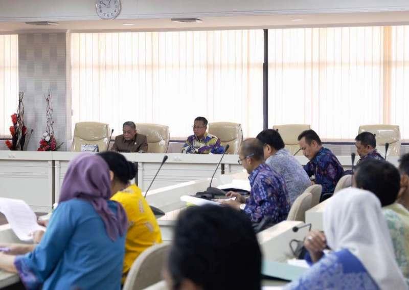 Acara menyampaikan Laporan Keterangan Pertanggungjawaban (LKPJ) Kepala Daerah kepada DPRD Provinsi Lampung yang berlangsung pada tanggal 4 sampai dengan 5 Mei di Ruang Rapat Komisi Besar DPRD Provinsi Lampung, Balai Keratun, Kamis 04 Mei 2016.