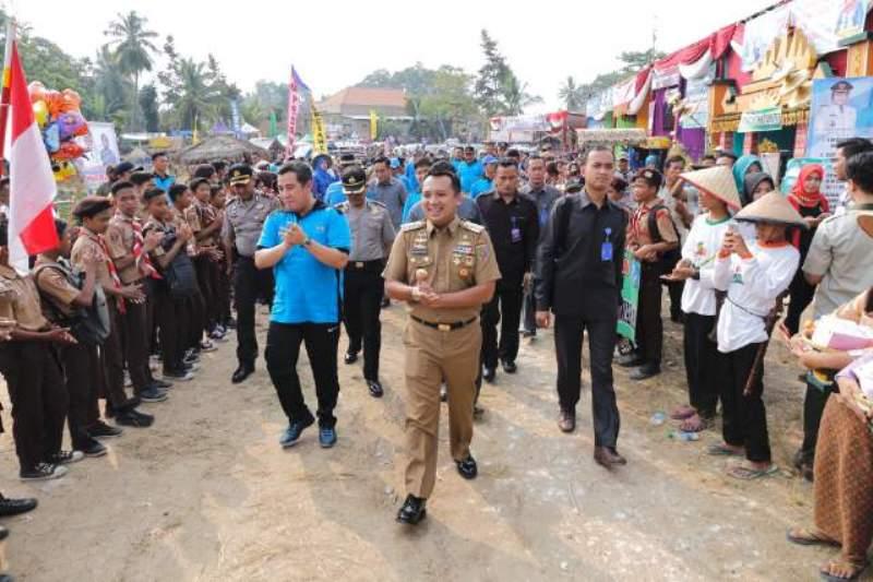 Gubernur Lampung M. Ridho Ficardo pada pencanangan Bulan Bhakti Gotong Royong Masyarakat (BBGRM) ke-XIV dan Hari Kesatuan Gerak PKK ke-45, di Desa Trimulyo, Kecamatan Tegineneng, Pesawaran, Selasa 23 Mei 2017.