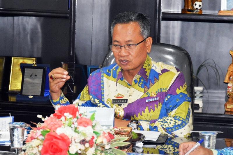 Sekretaris Daerah Provinsi Lampung Sutono saat Rapat Pembahasan percepatan pembangunan teropong bintang, Kamis 4 Mei 2017 di Ruang Rapat Sekda