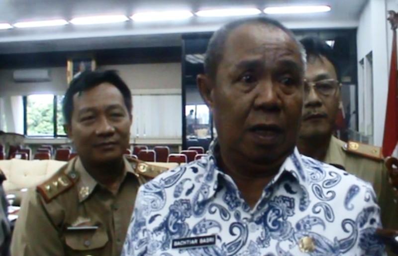 Wakil Gubernur Bachtiar Basri didampingi Kepala Biro Perekonomian Setdaprov Lampung Lukmansyah dan Kadis Ketahanan Pangan Kusnardi di ruang rapat utama Gubernur, Selasa 23 Mei 2017.