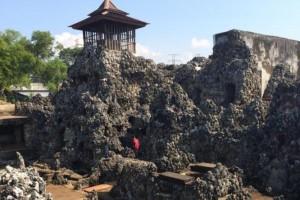 Konon Gua Sunyaragi ini menjadi tempat ritual Mandi Gangga pada zaman kerajaan Indra Prahasta. Foto : Liputan6.com/Panji Prayitno.