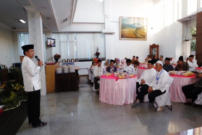 Gubernur Lampung H. Muhammad Ridho Ficardo saat menghadiri Pengajian dan Buka Puasa Bersama dengan ICMI Orwil Lampung, di Graha Pena, Bandar Lampung Jumat 9 Mei 2017.
