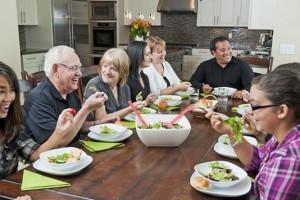 Terlalu banyak saudara yang hadir saat kumpul keluarga? Nama menjadi hal yang sangat penting. Atasi lupa nama dengan 4 trik ini. Foto : liputan6.com