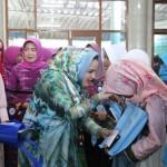 Aprilani Yustin Ficardo Berikan Santunan Pada Anak Yatim dan Kaum Duafa