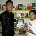 Ridho Ficardo Beri Bantuan Buku Perputakaan Keliling Way Kanan