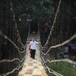 Puluhan Tahun Masyarakat Rulung Mulya Menunggu, Ridho Ficardo Bangunkan Jembatan Gantung