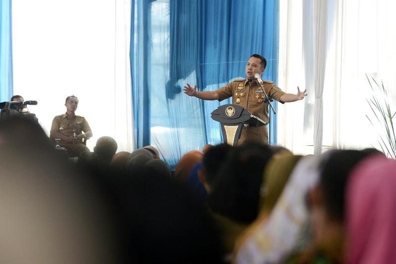Gubernur Lampung M. Ridho Ficardo pada acara halal bihalal bersama guru SMA/SMK Kota Bandar Lampung, di halaman kantor Gubernur Provinsi Lampung, Selasa 25 Juli 2017. |Yopie Pangkey