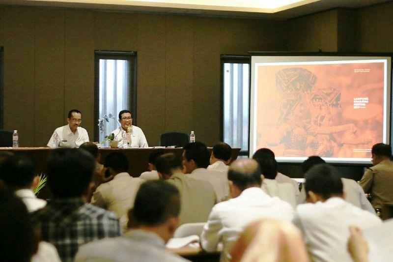 Asisten Ekbang Adeham saat memimpin rapat persiapan Lampung Krakatau Festival (LKF) yang ke-27 di Batiqa Hotel Bandar Lampung, Rabu 26 Juli 2017.