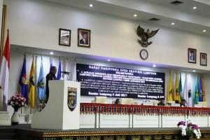 Bachtiar Basri saat menyampaikan jawaban Gubernur Lampung terhadap Pandangan Umum Fraksi DRPD Provinsi Lampung mengenai Laporan Pertanggungjawaban APBD Tahun Anggaran 2016 pada rapat paripurna, Rabu 5 Juli 2017.