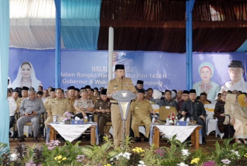 Gubernur Lampung Muhammad Ridho Ficardo pada halal bihalal Idulfitri 1438 Hijriah, bersama anggota Fokorpimda, bupati, dan wali kota se-Provinsi Lampung di halaman kantor Gubernur Lampung, Selasa 4 Juli 2017.