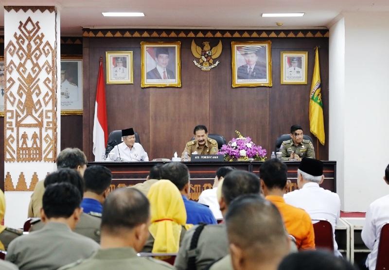 Suasana pelatihan disaster preparedness plan bagi anggota Satuan Polisi Pamong Praja di Balai Keratun, Kantor Gubernur Provinsi Lampung Selasa 25 Juli 2017.