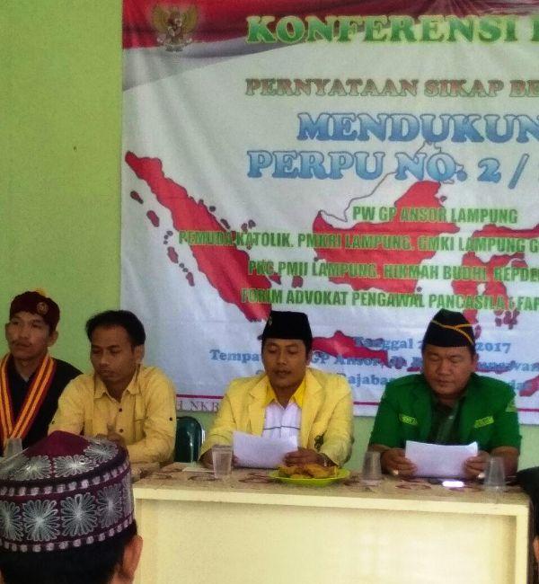 Ketua Pemuda Katolik Komda Lampung Marcus Budi Santoso saat membacakan pernyataan sikap terhadap Perppu No 2 Tahun 2017 di Bandar Lampung pada Senin 24 Juli 2017 lalu.