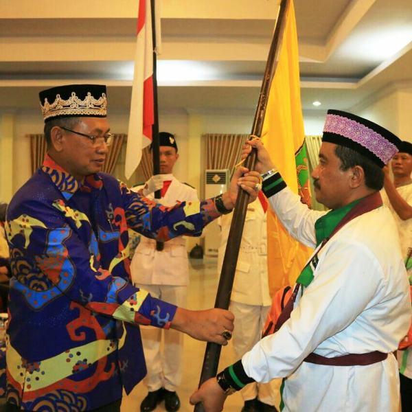 Sekretaris Daerah Provinsi Lampung Sutono saat melepas CJH pada  Minggu 30 Juli 2017 malam di Aula Arafah Asrama Haji Lampung
