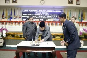 Penandatanganan Raperda Perubahan APBD Provinsi Lampung Tahun 2017
