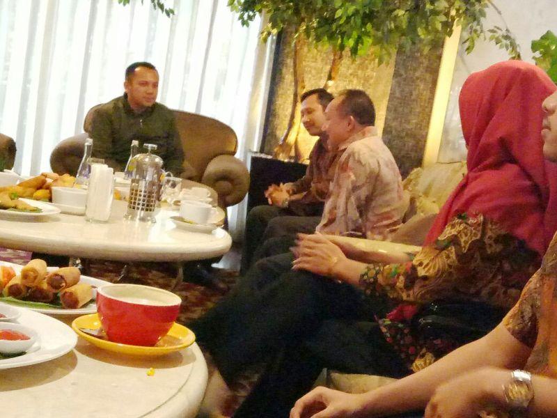 Gubernur Ridho dalam silaturahmi yang akrab dengan Lampung Sebuai, Selasa 22 Agustus 2017 di Bandung, Jawa Barat.