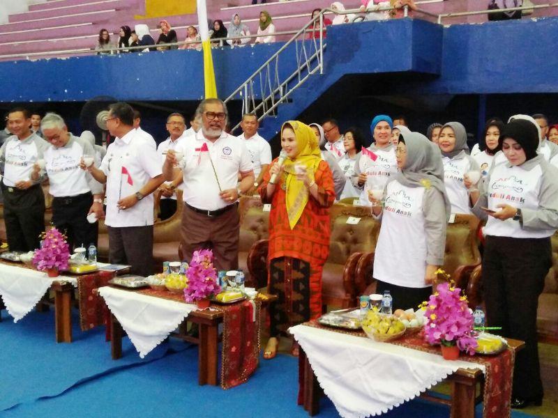 Bunda Anak Provinsi Lampung Yustin Aprilani Ficardo saat Peringatan Hari Anak Nasional tahun 2017 di GOR Saburai, Rabu 09 Agustus 2017.