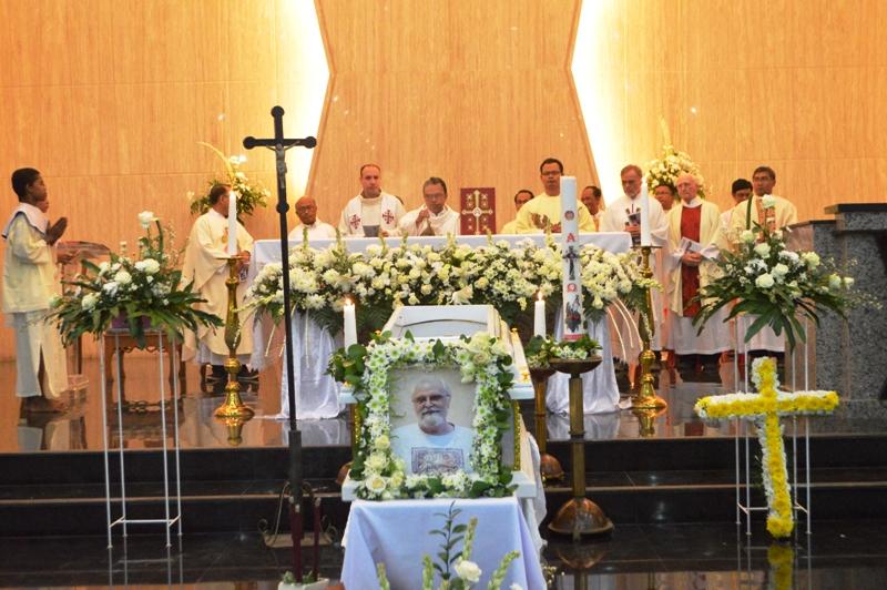 12 Romo persembahkan Misa Ekaristi petang ini, Sabtu, 05 Agustus 2017 di Gereja Katolik Paroki Hati Yesus yang Maha Kudus Metro