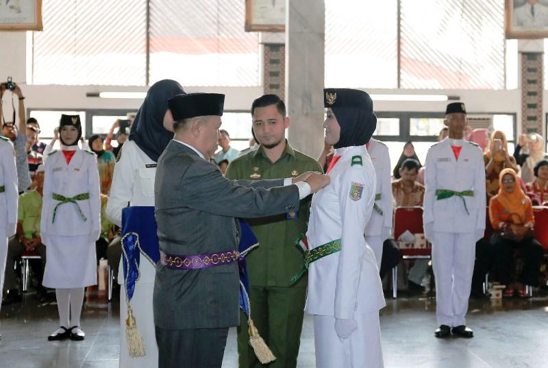 Wakil Gubernur Lampung Bachtiar Basri mengukuhkan Paskibraka di Mahan Agung, Rabu 16 Agustus 2017.