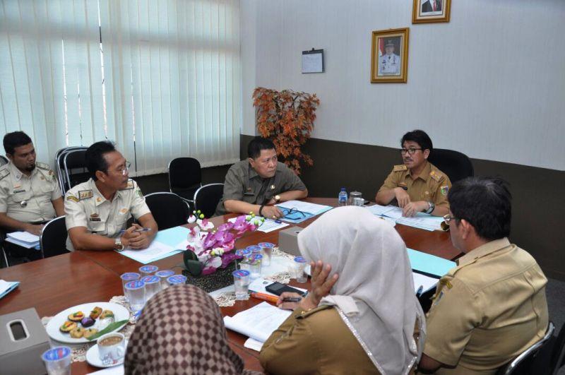 Rapat pembentukan tim penyusunan rancangan Perda retribusi Provinsi Lampung TA. 2017 di Badan Pendapatan Daerah Provinsi Lampung, Selasa 01 Agustus 2017.