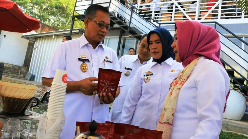Sekretaris Daerah Provinsi Lampung, Sutono, pada cara Coffee Business Meeting di Pavillion Resto and Cafe, Bandar Lampung, Rabu 2 Agustus 2017.