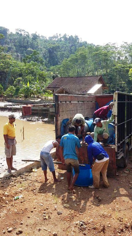 Para warga Pekon Sri Menganten, Kecamatan Pulau panggung, Tanggamus, Lampung.