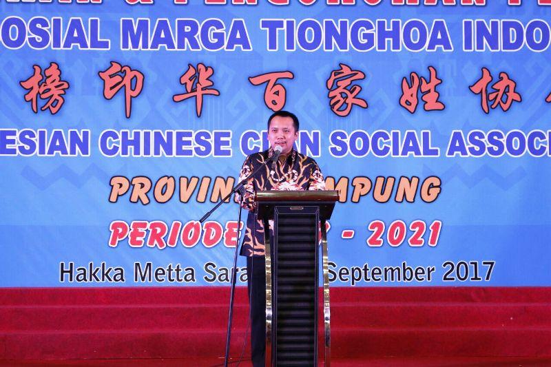 Gubernur Lampung M. Ridho Ficardo pada pelantikan dan pengukuhan pengurus PSMTI Provinsi Lampung periode 2017-2021 di GSG Hakka Metta Sarana, Bandar Lampung, Jumat  8 September 2017 malam.