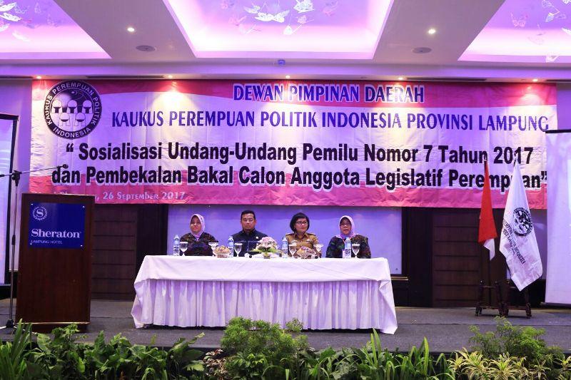 Sosialisasi UU Pemilu Nomor 7 Tahun 2017 dan pembekalan bakal caleg perempuan, di Hotel Sheraton, Bandar Lampung, Selasa 26 September 2017.